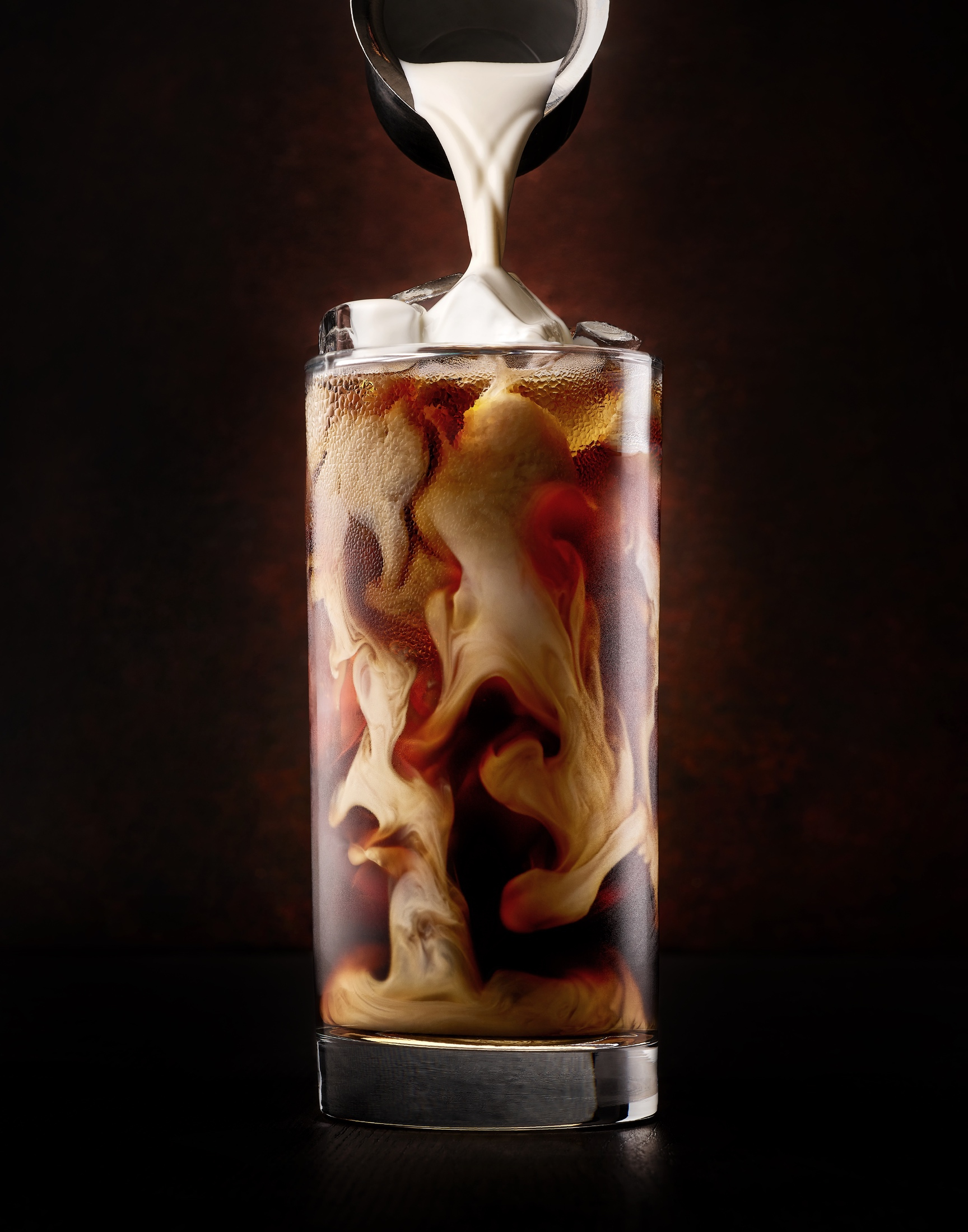 AaronVan_drink_photography_iced_coffee_cream_pour