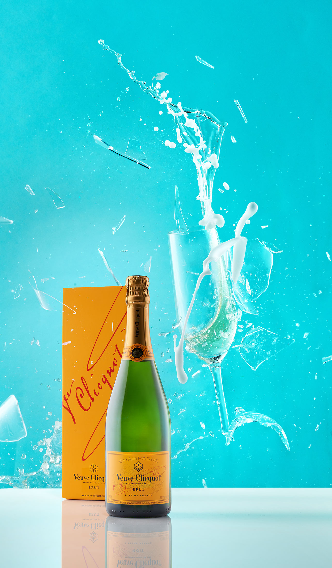 aaronvan_commercial_beverage_photography_Veuve_splash_crash_champagne
