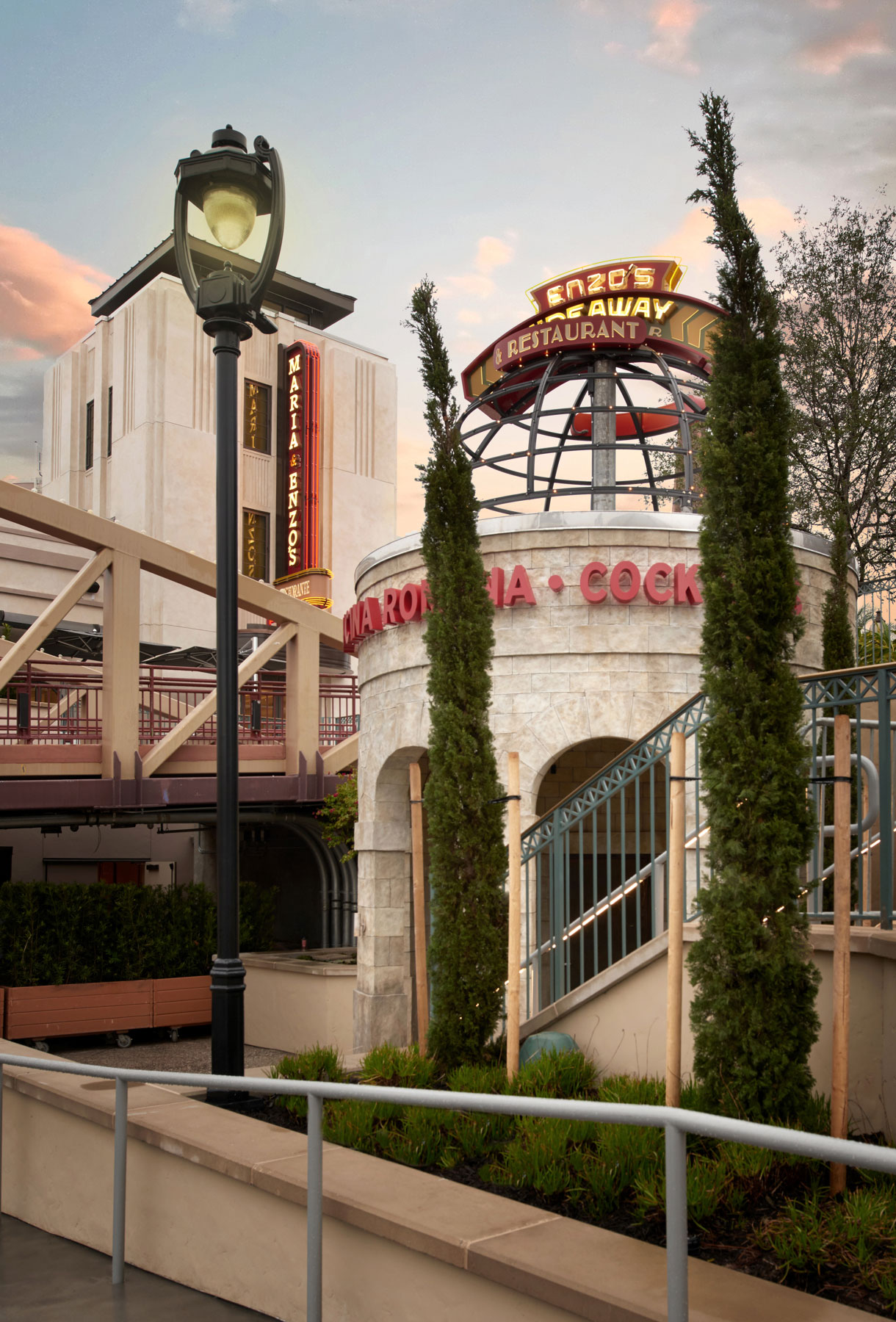 architecture_photography_disney_springs_orlando_enzos_hideaway_exterior1