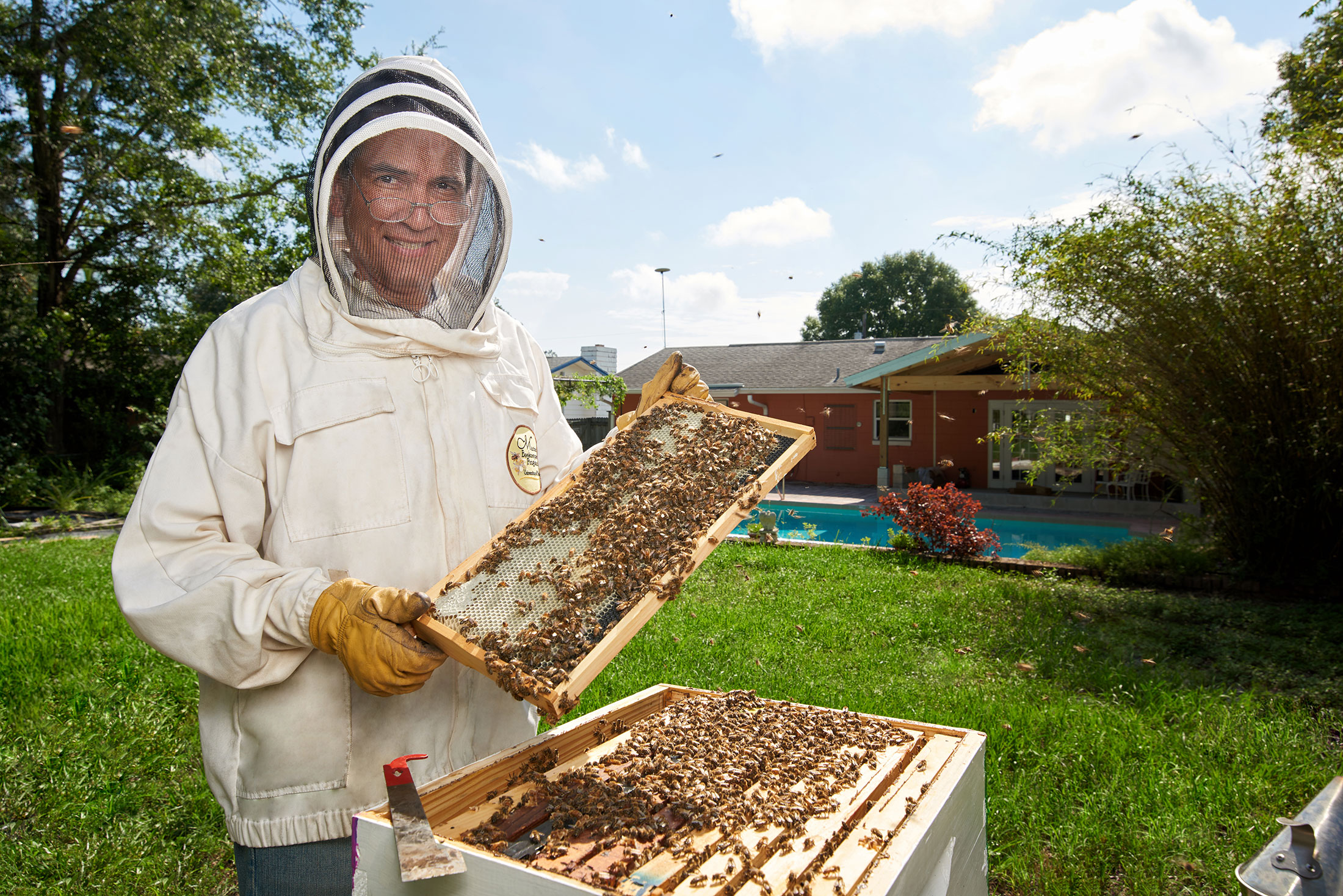 editorial_photography_edible_orlando_beekeeping_portrait