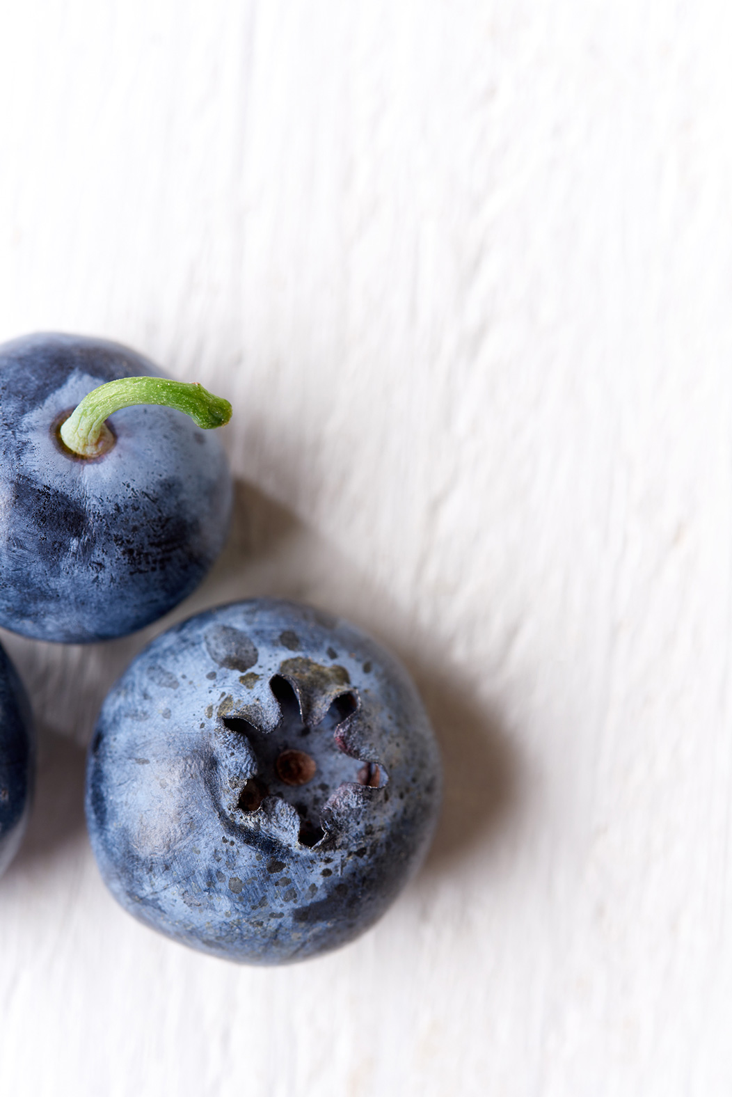 food-photography-blueberries-on-white