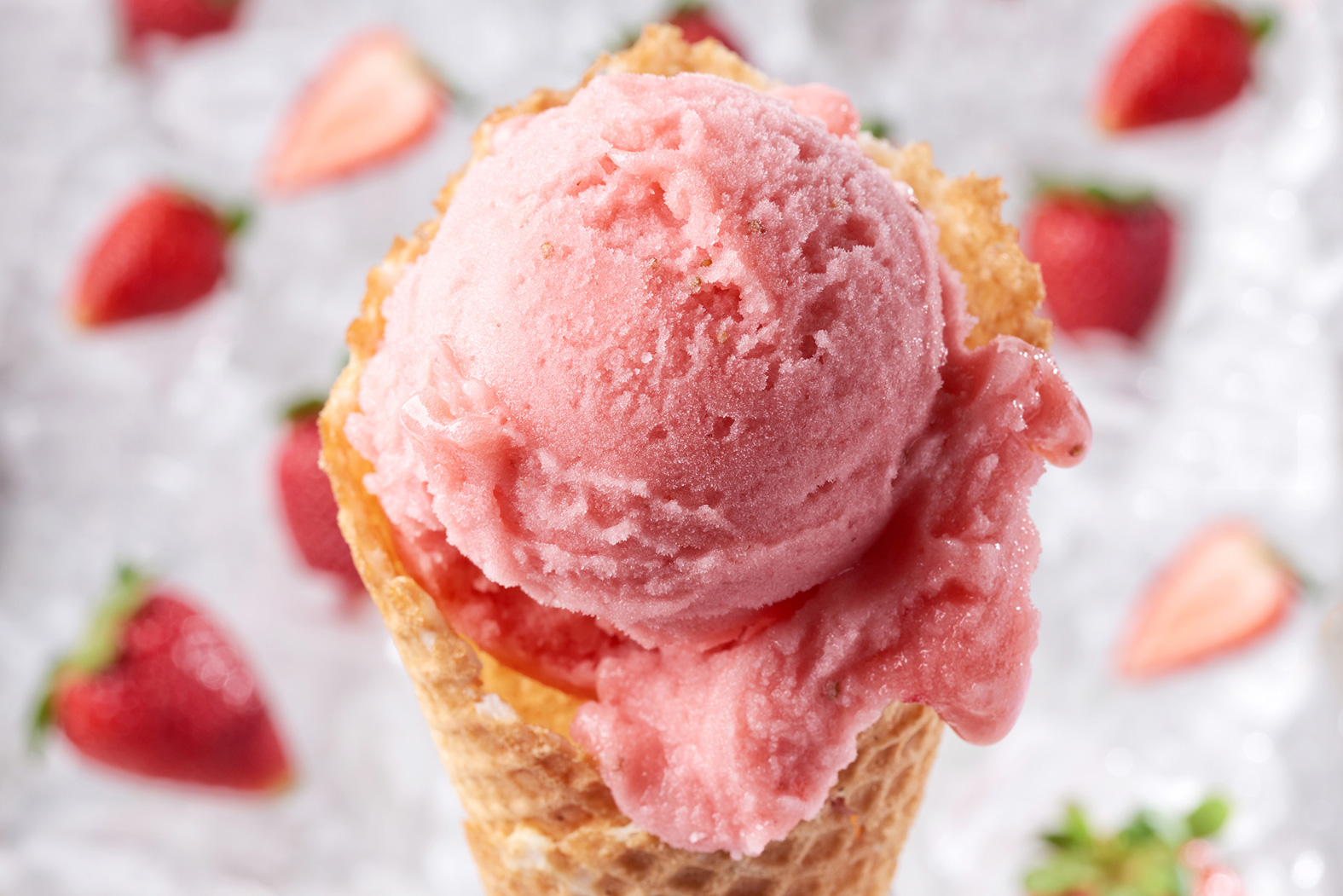 vivoli-il-gelato-disney-springs-marketing-food-sweets-photography-strawberry-sorbetto-cone